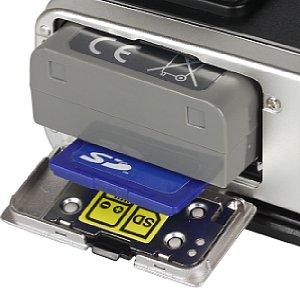 Olympus Pen E-P5 Speicherkartenfach und Akkufach [Foto: MediaNord]