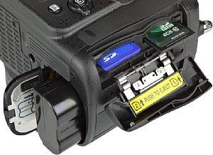 Nikon D7100 Speicherkartenfach und Akkufach [Foto: MediaNord]