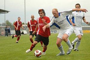 Fototipp Sportfotografie – Szene aus dem Spiel in der Oberliga Hessen zwischen der zweiten Mannschaft des SV Wehen Wiesbaden und VfB Asslar am 19.05.2007 [Foto: Dieter Kunzendorf]