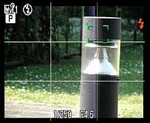 Olympus SP-570 UZ LiveView mit Gittereinblendung [Foto: MediaNord]