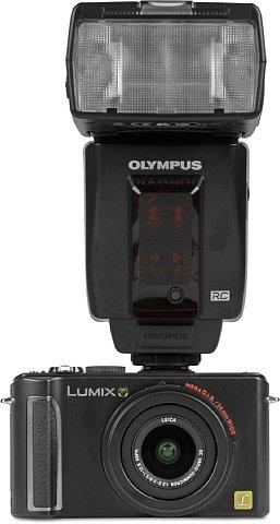 Panasonic Lumix DMC-LX3 mit Blitz [Foto: MediaNord]