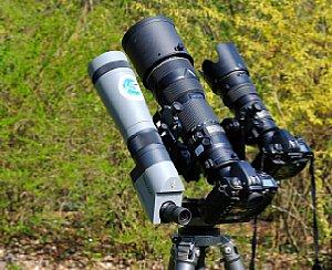 Teleschwenker PRO von eki mit Nikon D2x und Nikkor 200-400 mm F4 sowie zusätzlich Zweitkamera und Spektiv [Foto: eki/Alfred Krappel]