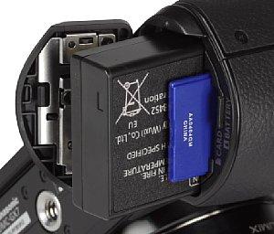 Panasonic Lumix DMC-GX7 Speicherkartenfach und Akkufach [Foto: MediaNord]