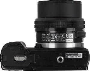 Sony Alpha 5000 mit 16-50 mm [Foto: MediaNord]
