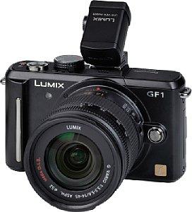 Panasonic Lumix DMC GF1 mit Lumix G Vario 14-45 mm F3.5-5.6 ASPH OIS und aufgesetztem Live View Finder [Foto: MediaNord]