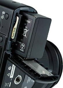 Panasonic Lumix DMC-GF1, Batteriefach und Speicherkartenfach [Foto: MediaNord]