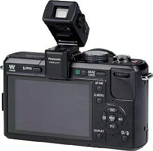 Panasonic Lumix DMC-GF1 mit Lumix G Vario 14-45 mm F3.5-5.6 ASPH OIS und aufgesetztem Live View Finder DMW-LVF1 [Foto: MediaNord]