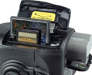 Nikon D300S, Batterie- und Akkufach [Foto: MediaNord]