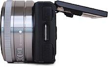 Sony NEX-5 mit hochgeklapptem Bildschirm [Foto: MediaNord]