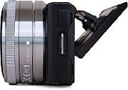 Sony NEX-5 mit runtergeklapptem Bildschirm [Foto: MediaNord]