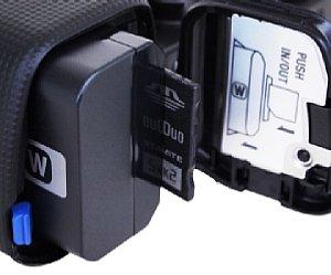 Sony NEX-5 – Batterie- und Speicherkartenfach [Foto: MediaNord]