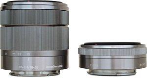 Größenvergleich Sony NEX 3.5-5.6 18-55mm OSS mit Sony NEX 2.8 16mm [Foto: MediaNord]