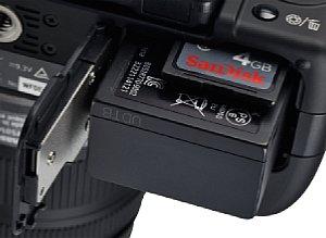 Panasonic Lumix DMC-G2 Speicherkartenfach und  Batteriefach [Foto: MediaNord]