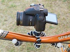 Joby Gorillapod als Fahrradhalterung mit aufgesetzter Kamera [Foto: MediaNord]