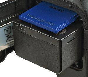 Panasonic Lumix DMC-FZ100 Batteriefach und Speicherkartenfach [Foto: MediaNord]