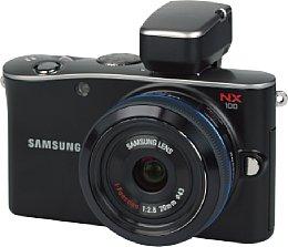Samsung NX100 mit 1:2.8 20mm i-Function mit Samsung elektronischer Sucher EVF10 [Foto: MediaNord]