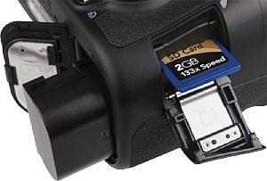 Canon EOS 60D Speicherkartenfach und Batteriefach [Foto: MediaNord]