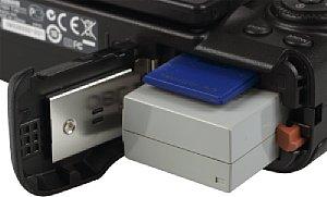 Canon PowerShot G12 Batteriefach und Speicherkartenfach [Foto: MediaNord]
