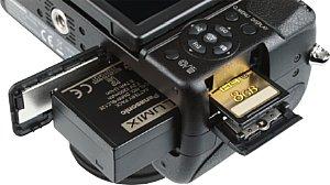 Panasonic Lumix DMC-GH2 Akku- und Speicherkartenfach [Foto: MediaNord]