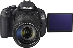 Canon EOS 600D mit EF-S 18-135 mm 1:3.5-5.6 IS [Foto: Canon]