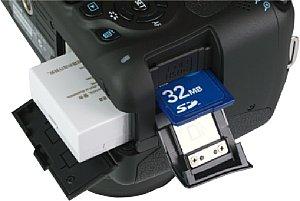 Canon EOS 600D Speicherkartenfach und Akkufach [Foto: MediaNord]