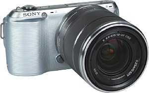 Sony NEX-C3 mit E 18-55 mm 3.5-5.6 OSS [Foto: MediaNord]