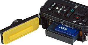 Nikon Coolpix AW100 Akkufach und Speicherkartenfach [Foto: MediaNord]