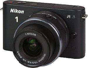 Nikon 1 J1 mit 1-Mount VR 10-30 mm 3.5-5.6 [Foto: MediaNord]