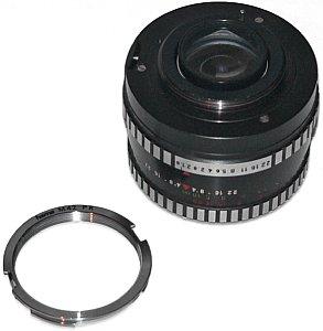 PK/M42 Adapter vor einem alten M42-Objektiv [Foto: MediaNord]