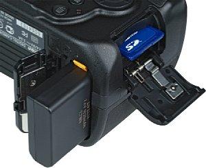 Nikon D3200 Akkufach und Speicherkartenfach [Foto: MediaNord]