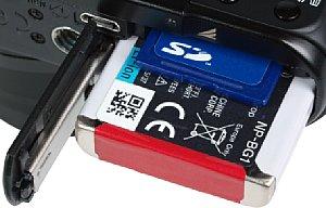 Sony Cyber-shot DSC-HX20V Akkufach und Speicherkartenfach [Foto: MediaNord]