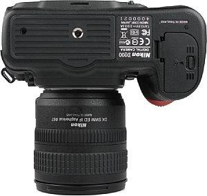 Nikon D200 Bodenansicht  [Foto: MediaNord]