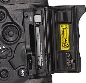 Nikon D4S Speicherkartenfach [Foto: MediaNord]