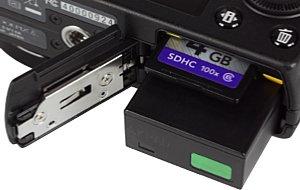Nikon Coolpix A Speicherkartenfach und Akkufach [Foto: MediaNord]
