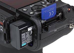 Sony Alpha 7 Speicherkartenfach und Akkufach [Foto: MediaNord]