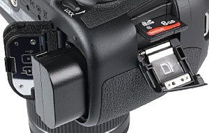 Canon EOS 70D Speicherkartenfach und Akkufach [Foto: MediaNord]