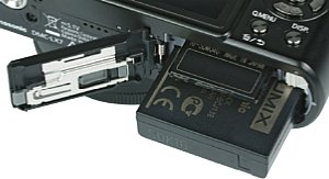 Panasonic Lumix DMC-LX7 Akkufach und Speicherkartenfach [Foto: MediaNord]