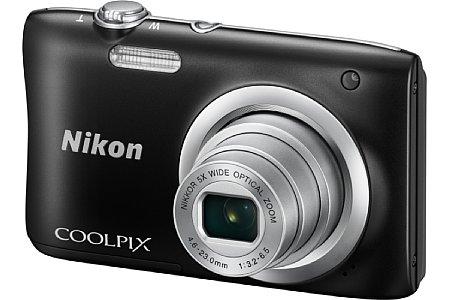 Bild Die Nikon Coolpix A100 kombiniert ein Fünffachzoom von 26 bis 130 Millimeter entsprechend Kleinbild mit einem 20 Megapixel auflösenden 1/2,3