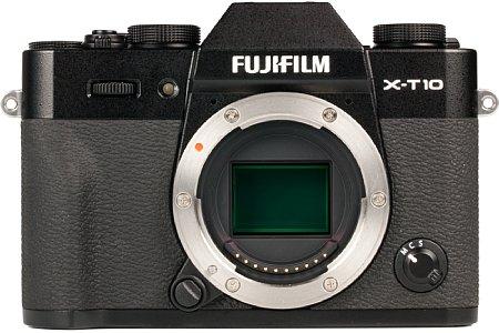 Bild 16 Megapixel löst der APS-C große X-Trans CMOS II Bildsensor der Fujifilm X-T10 auf. Die spezielle Farbfilterstruktur bietet einige Vorteile bei der Bildqualität, außerdem sorgen eingebaute Phasen-Sensoren für einen schnellen Autofokus. [Foto: MediaNord]