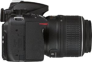 Nikon D5200 mit AF-S 18-55 mm 3.5-5.6 VR DX G ED [Foto: MediaNord]