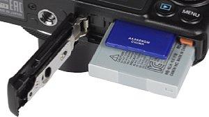 Canon PowerShot S120 Speicherkartenfach und Akkufach [Foto: MediaNord]