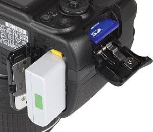 Nikon D3300 Speicherkartenfach und Akkufach [Foto: MediaNord]