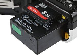 Nikon 1 J2 Speicherkartenfach und Akkufach [Foto: MediaNord]