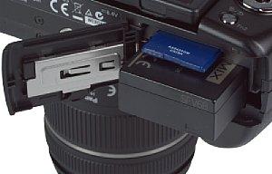 Panasonic Lumix DMC-G5 Speicherkartenfach und Akkufach [Foto: MediaNord]