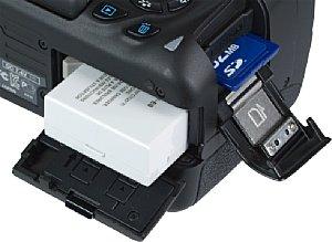 Canon EOS 650D Akkufach und Speicherkartenfach [Foto: MediaNord]