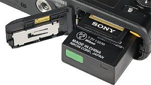 Nikon 1 J3 Speicherkartenfach und Akkufach [Foto: MediaNord]