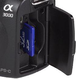 Sony Alpha 3000 Speicherkartenfach [Foto: MediaNord]