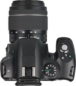 Pentax K-50 mit 18-55 mm AL WR  [Foto: MediaNord]