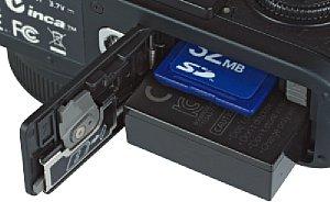 Leica X2 Speicherkartenfach und Akkufach [Foto: MediaNord]