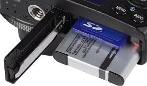 Olympus XZ-10 Speicherkartenfach und Akkufach [Foto: MediaNord]